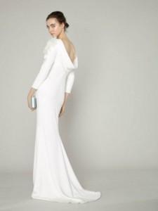 Vestido-de-novia-2014-con-mangas-largas-y-escote-en-la-espalda-estilo-cascada-y-cauda-barrida-Marchesa1 (1)