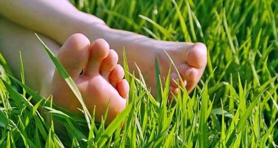 Beneficios-de-caminar-descalzo_3