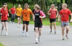 """""""Retrorunning"""", la última moda entre los adictos al running."""