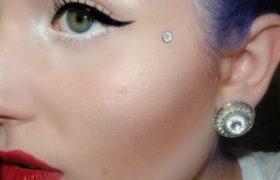 La última tendencia: cejas de colores