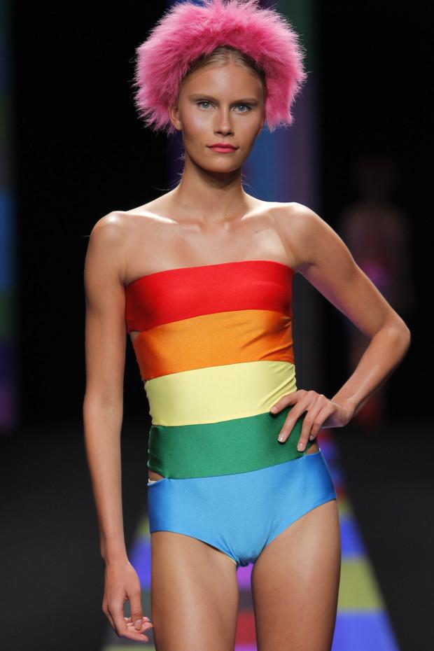 Trajes de ba o mallas y bikinis de moda temporada verano for Trajes de bano juveniles