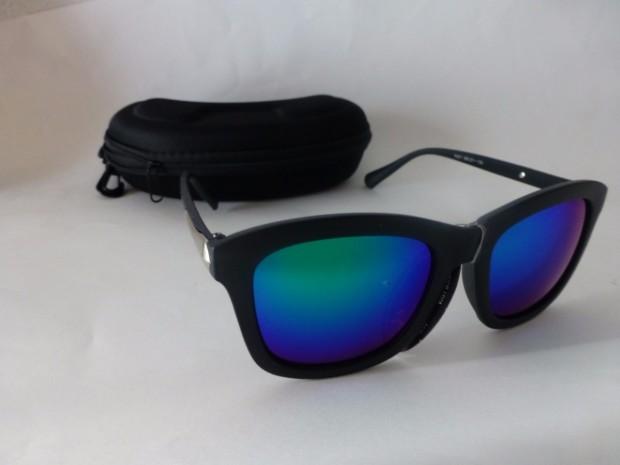 anteojos-de-sol-espejados-marco-opaco-azul-o-negro-d_nq_np_781411-mla20529140366_122015-f