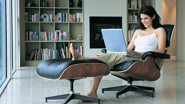 trabajar desde el hogar una tendencia que se acent a moda hoy. Black Bedroom Furniture Sets. Home Design Ideas