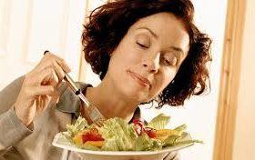 Comer despacio y su efecto en la obesidad