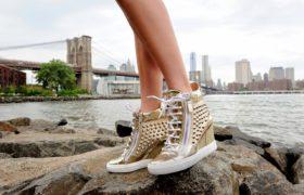Las zapatillas deportivas están de moda