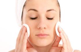 Como hacer una limpieza facial en mi casa sin la ayuda de un profesional