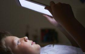 Tendencia Tech lag: Consecuencias del uso de pantallas LED antes de dormir