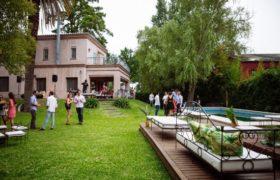 Festejar el casamiento en casa es la última tendencia en bodas.
