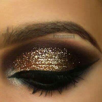 maquillaje-para-novias-sombra-para-ojos-dorada-con-brillo