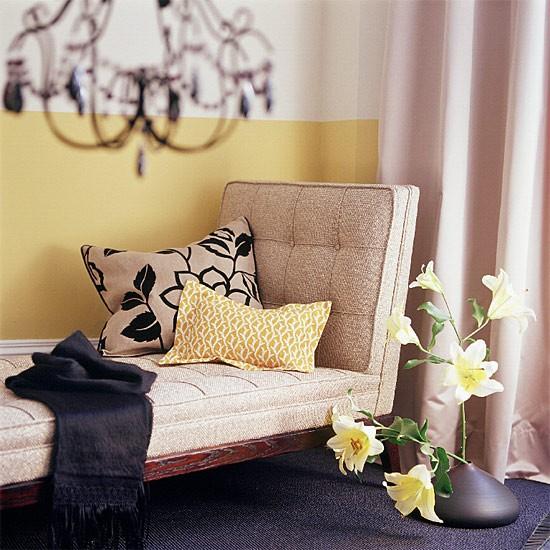 halfaMuralo-Paints-bedroom-half-painted-wall