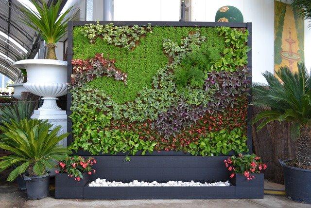 Tendencias en jardines peque os moda de hoy jardines for Cascada artificial en pared